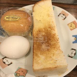 皿の上のパンの写真・画像素材[1047784]