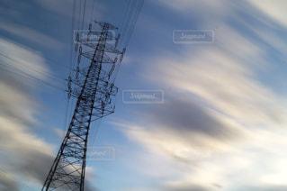 近くの塔のアップの写真・画像素材[1046165]