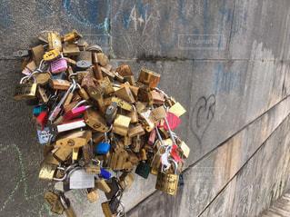 セーヌ川の愛の南京錠の写真・画像素材[1046411]