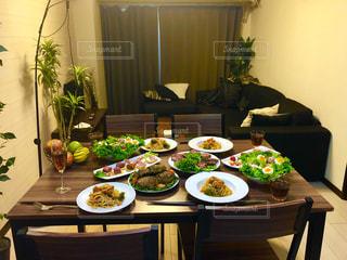 手料理で女子会ホームパーティーの写真・画像素材[1046501]
