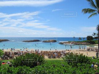 ハワイ アウラニのプールからビーチの風景ですの写真・画像素材[1046962]