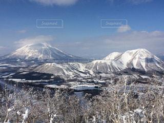 雪の覆われた山々 の景色の写真・画像素材[1050438]