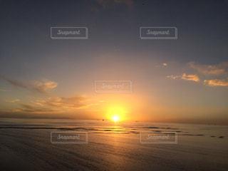 ウユニ塩湖夕暮れの写真・画像素材[1050460]