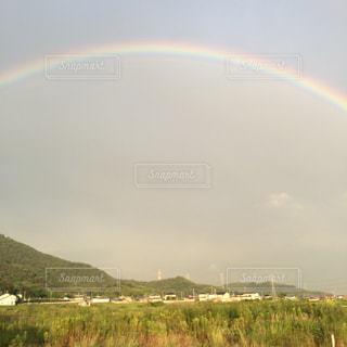 フィールドに虹がかかった - No.1050732