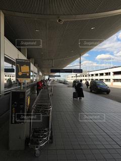 空港の出口の写真・画像素材[1055431]