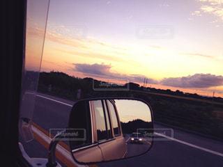 車のサイドミラー ビューの写真・画像素材[1047546]