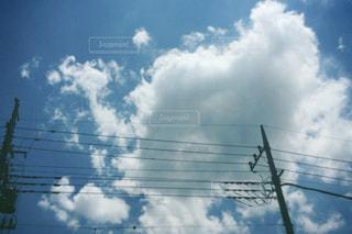 曇りの日のトラフィック ライトの写真・画像素材[1234290]