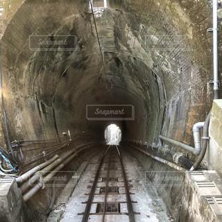 ケーブルカーのトンネルの写真・画像素材[1062304]