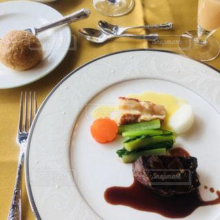 オマール海老とフィレ肉の写真・画像素材[1073941]