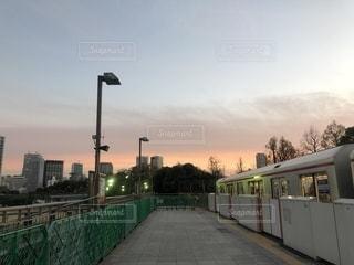 夕焼けの丸ノ内線四ツ谷駅の写真・画像素材[1651946]