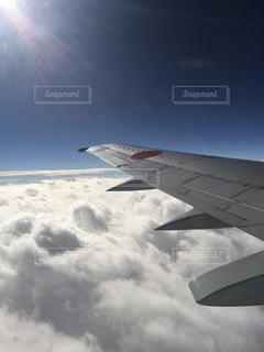 雲の上は青空の写真・画像素材[1048895]