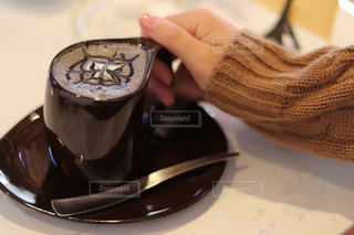 一杯の黒ごまラテの写真・画像素材[1049579]