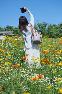 お花畑でぱちりの写真・画像素材[1156875]