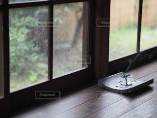 縁側にある蚊取り線香の写真・画像素材[2282484]