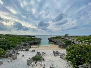 映画のロケ地になった沖縄の海岸の写真・画像素材[4022300]