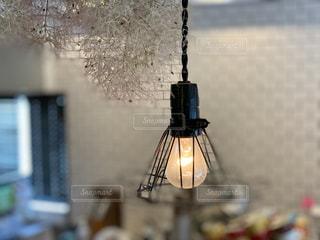 レトロな電球の写真・画像素材[2321373]