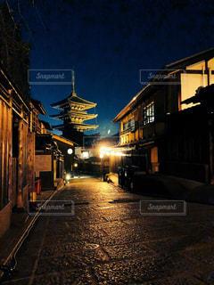 夜の八坂の塔の写真・画像素材[1057602]