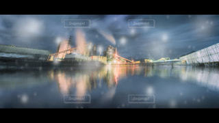 雨の中でボートの写真・画像素材[1229486]