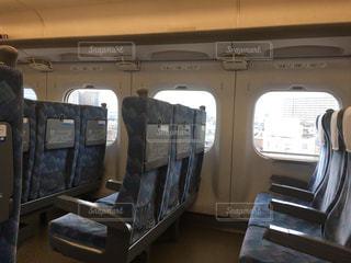 お正月でガラガラの東海道新幹線の車内にての写真・画像素材[1822669]