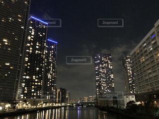 夜の街の景色の写真・画像素材[1003418]