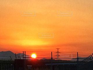 街に沈む夕日の写真・画像素材[1064814]