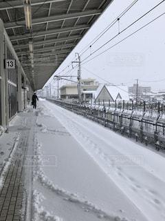 雪に覆われた鉄道の写真・画像素材[1066456]