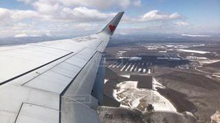 飛行機の窓からの写真・画像素材[1067744]