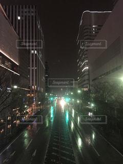 雨夜の道路 俯瞰の写真・画像素材[1051077]