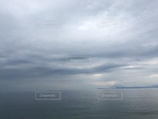 距離を縮める海と空の写真・画像素材[1053335]