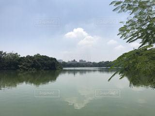 ホアンキエム湖のほとりの写真・画像素材[1059114]