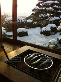 雪の日の朝の写真・画像素材[1052050]