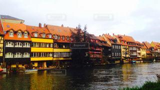 川沿いの家々の写真・画像素材[1054879]