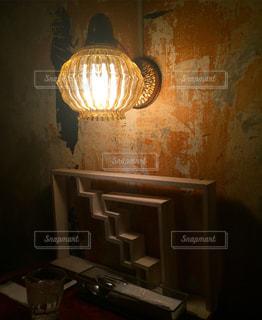 新宿のカフェの照明の写真・画像素材[1052430]