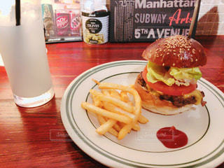 ハンバーガーの写真・画像素材[1064333]