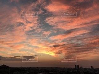 街に沈む夕日の写真・画像素材[1053706]
