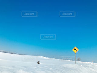 雪の覆われた斜面の写真・画像素材[1056064]