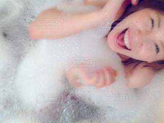 泡風呂の女性の写真・画像素材[1061799]