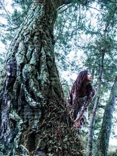 森の中の女性 - No.1061803