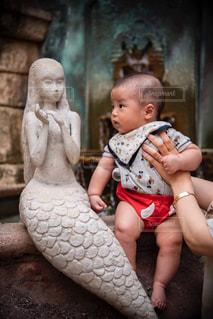 凝視中の赤ちゃんの写真・画像素材[2656524]