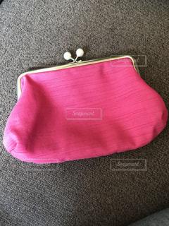 ピンクのポーチの写真・画像素材[1054151]
