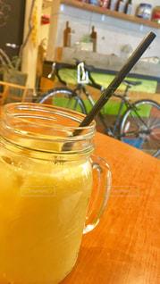 オレンジ ジュースのガラスの写真・画像素材[1054380]