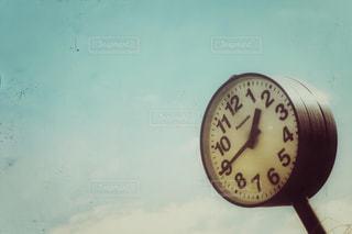 歴史感じる丸時計 - No.1054518