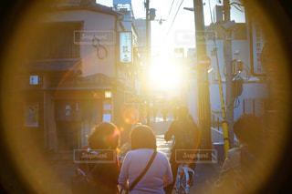 夕日とフレアの写真・画像素材[1137018]
