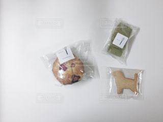 テーブルの上のお菓子の写真・画像素材[1172814]
