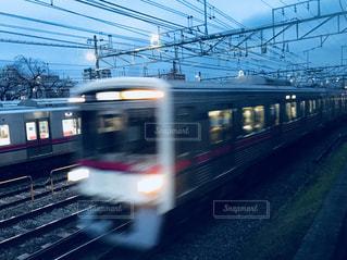 夕暮れを走る京王線 - No.1068941