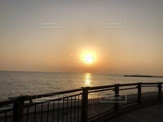 夕方の海の写真・画像素材[1056800]