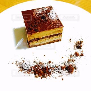 皿にチョコレート ケーキ - No.1060798