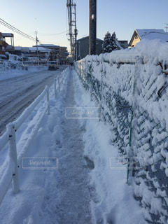 雪に覆われた鉄道の写真・画像素材[1060661]