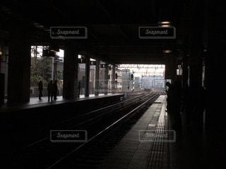電車を待つ風景の写真・画像素材[1644339]