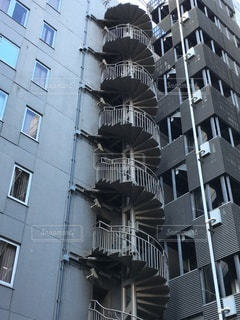 ビルの螺旋階段の写真・画像素材[3523511]